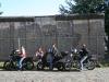 devant-le-mur-de-berlin