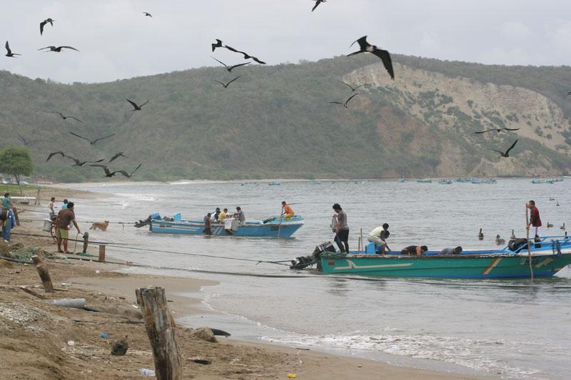 arrivee des pêcheurs  Machillila equateur bufardtourdumonde